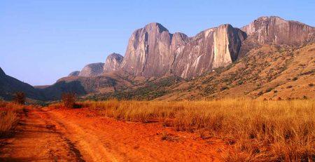 Tsaranoro-Valley---Tsaranoro-Mountain